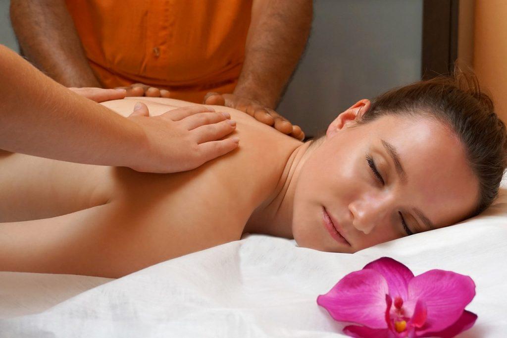 s'offrir une séance de massage à quatre mains